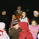 Sigurd Heiß mit den Kindern vor dem Abmarsch zum Steinhäusel